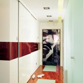 Intérieur élégant d'un couloir étroit