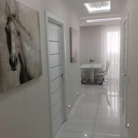 Sol en céramique du couloir blanc