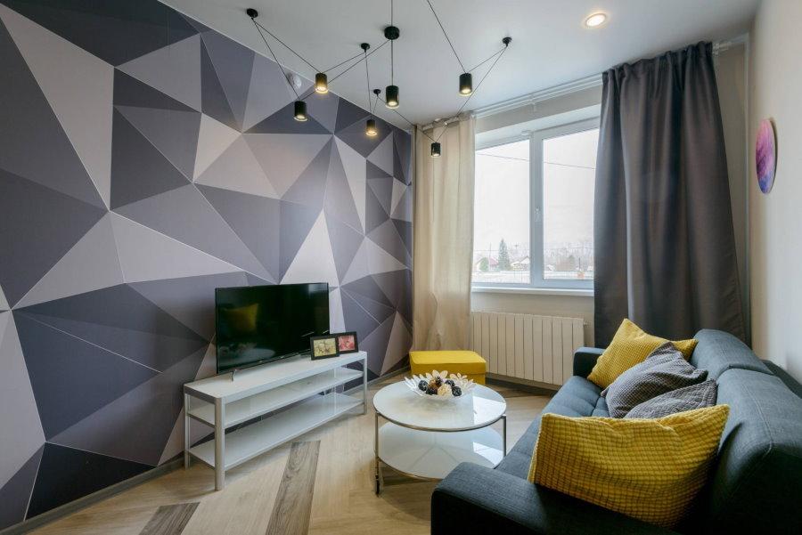 Papier peint géométrique dans le salon sans balcon