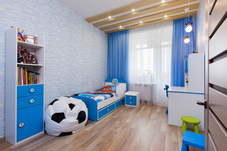Façades bleues sur les meubles modulaires pour enfants