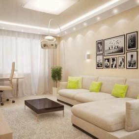 Oreillers lumineux sur le canapé d'angle
