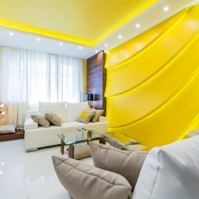 Intérieur de salon jaune et blanc