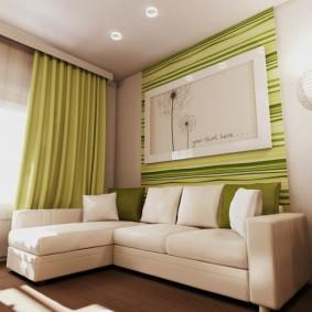 rideaux verts sur le rebord du plafond