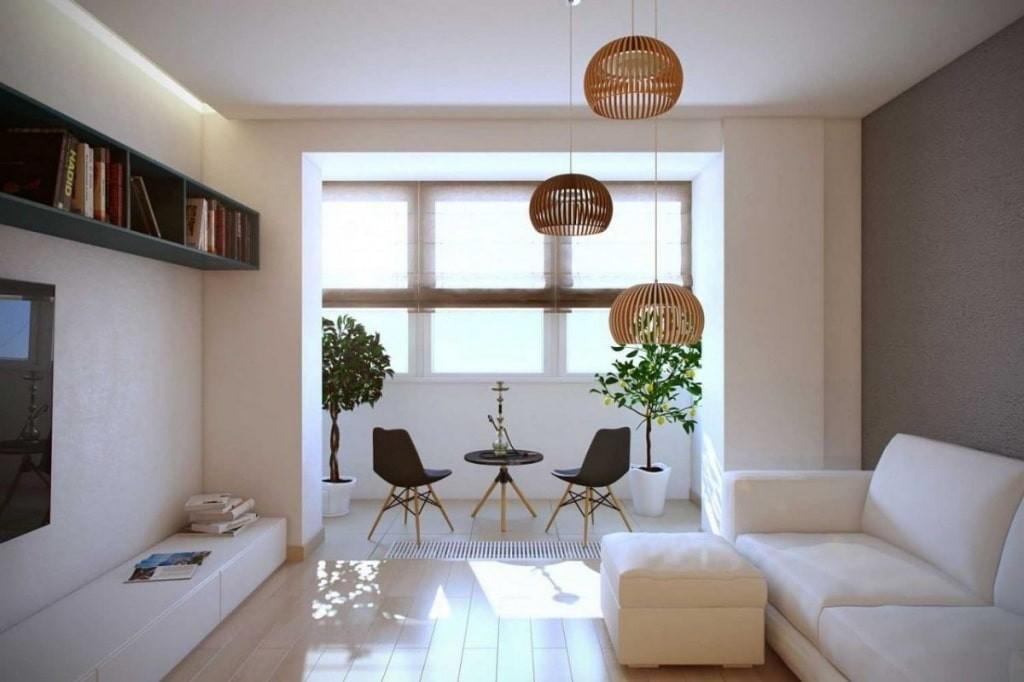 Canapé blanc dans le salon avec loggia attenante
