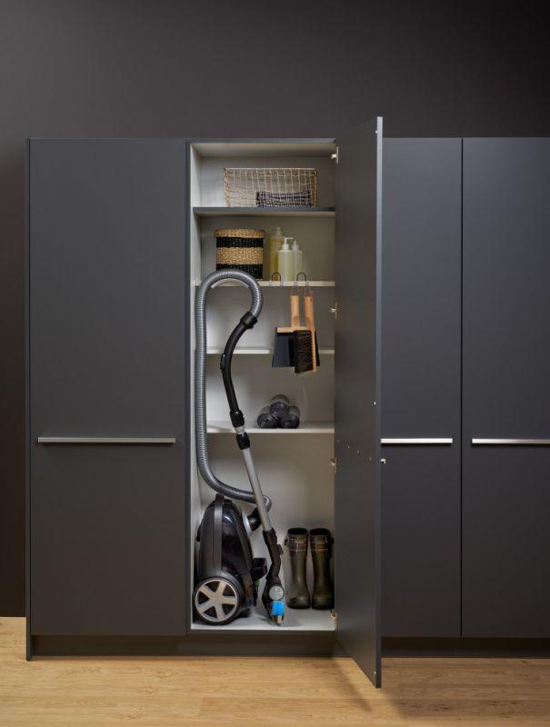 Stockage de l'aspirateur dans une armoire utilitaire