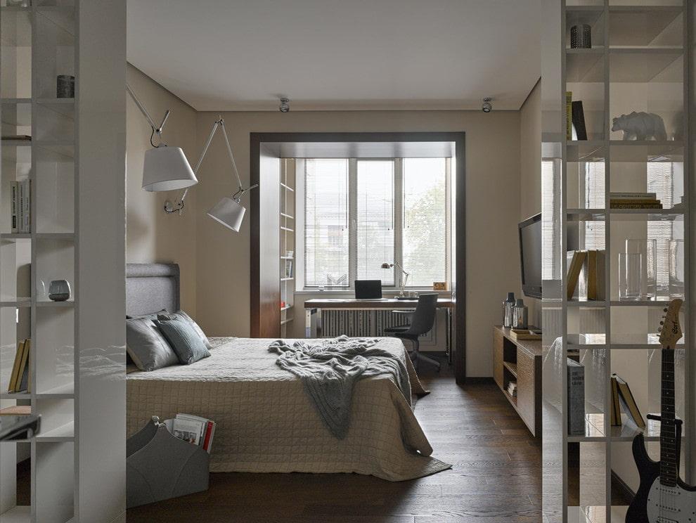 חדר עבודה במרפסת בחדר השינה