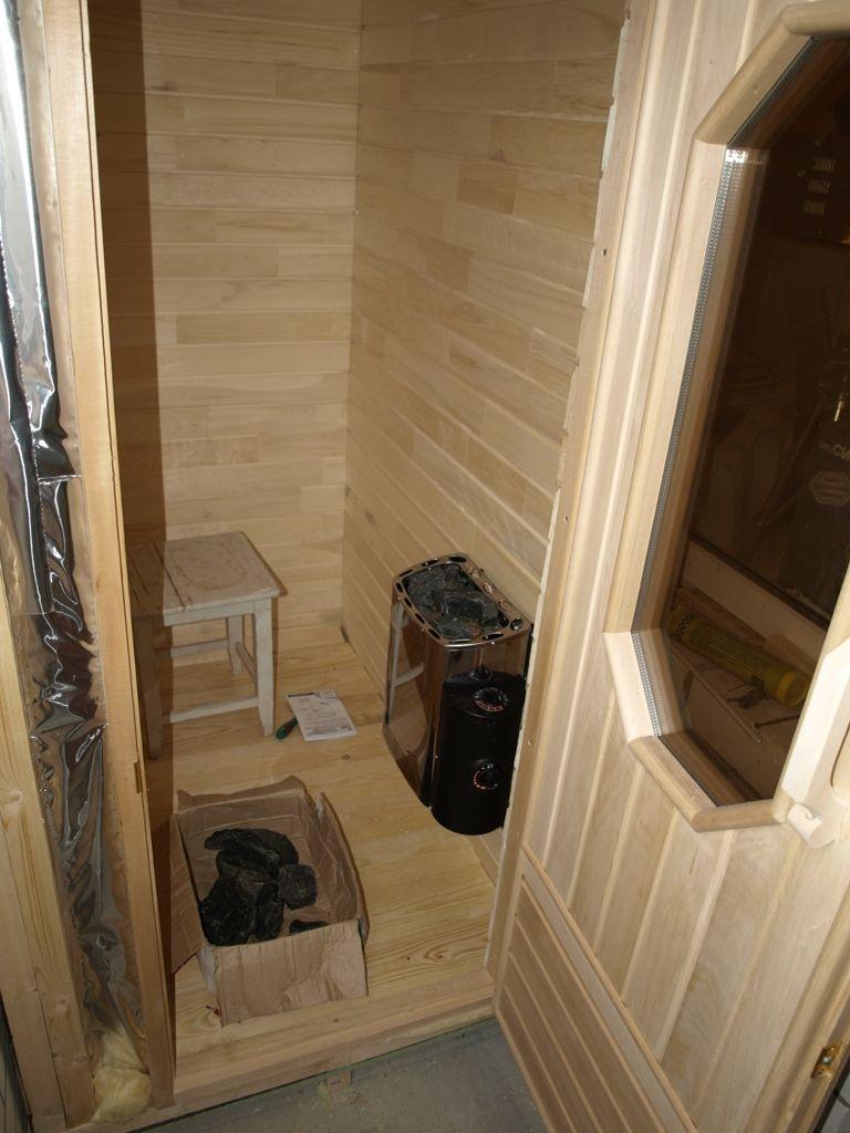Poêle-poêle compact à l'intérieur du sauna loggia
