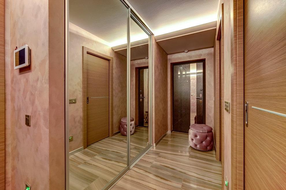 Larges portes d'armoire à miroir