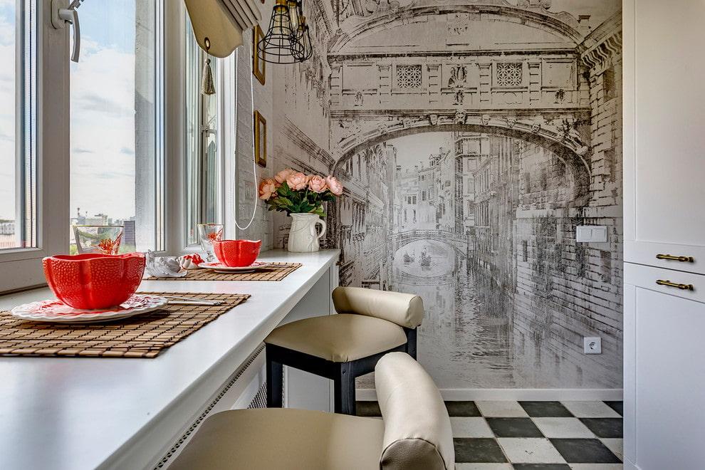 Papier peint avec impression photo dans la cuisine d'un appartement de deux pièces