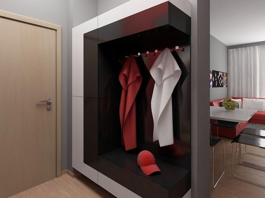 Mobilier minimaliste dans un petit couloir