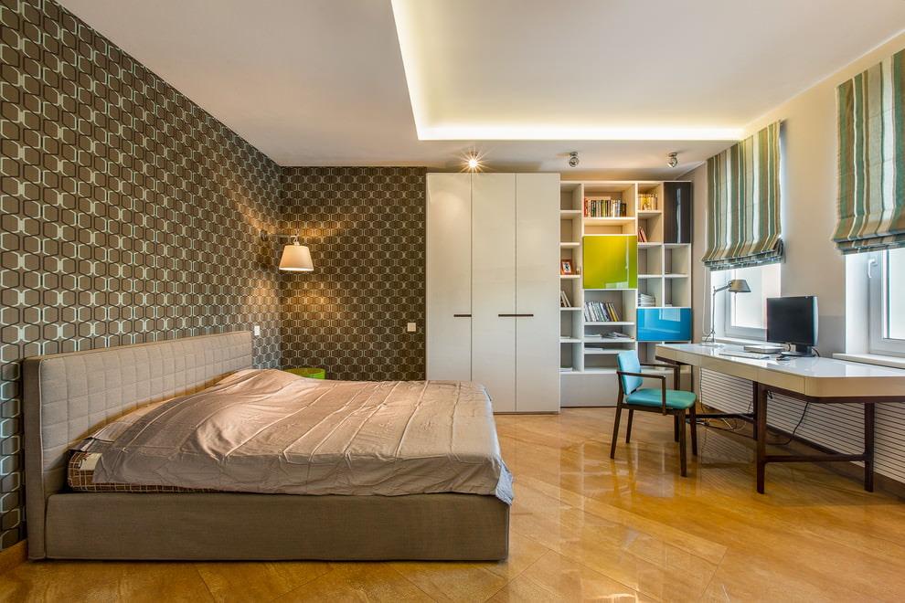 Meubles d'armoire dans la chambre d'une adolescente