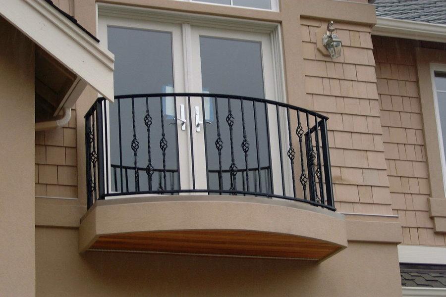Photo d'un balcon compact sur la façade d'une maison privée