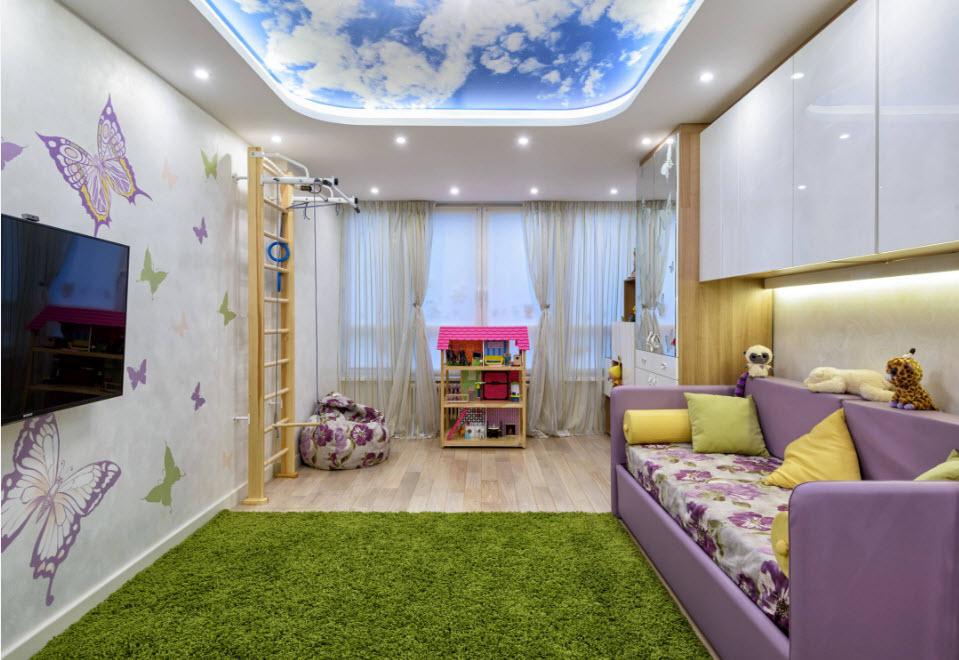 Plafond tendu dans la chambre de la fille