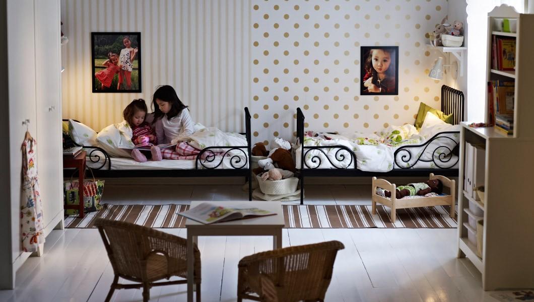 papier peint dans une crèche pour deux enfants