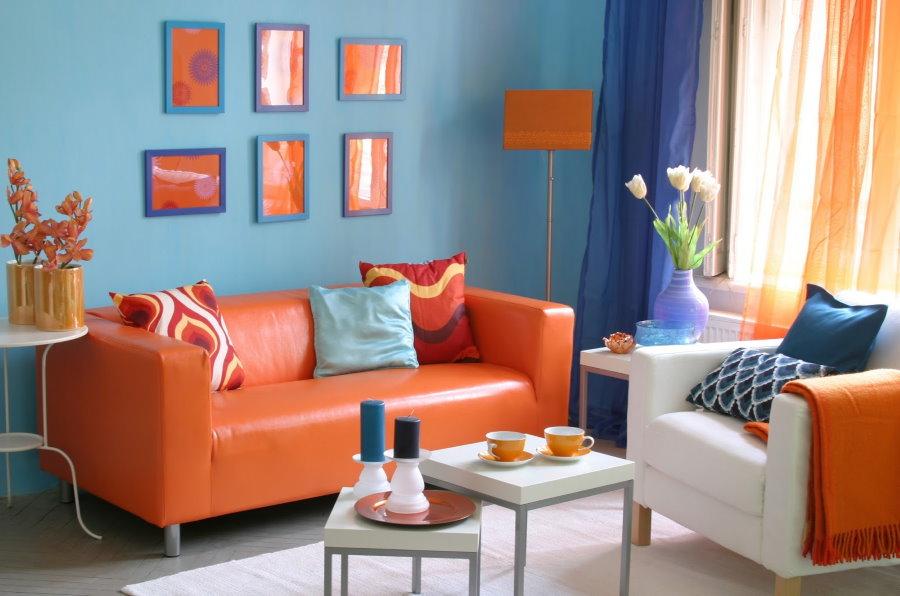 Canapé orange à l'intérieur de Khrouchtchev