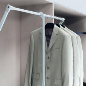 Support articulé avec vestes pour hommes