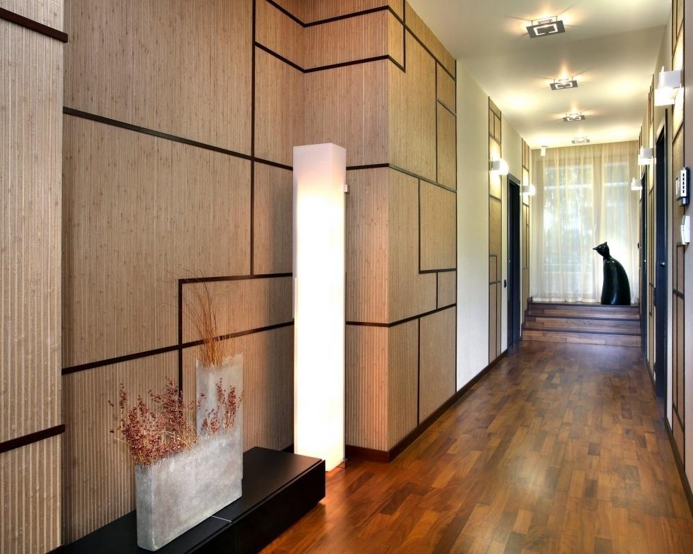 Couloir en MDF lambrissé de décoration dans un style contemporain