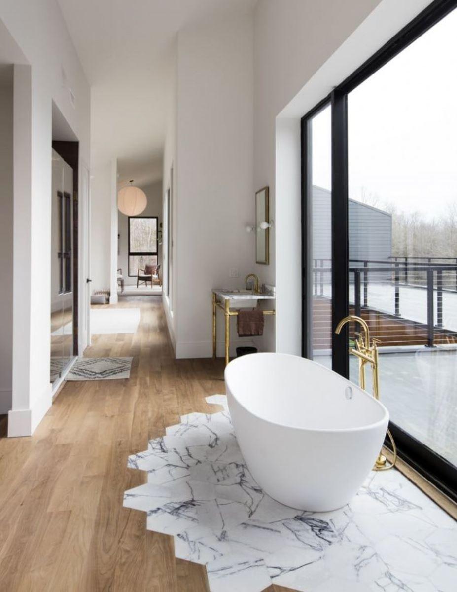 carrelage et stratifié dans la salle de bain