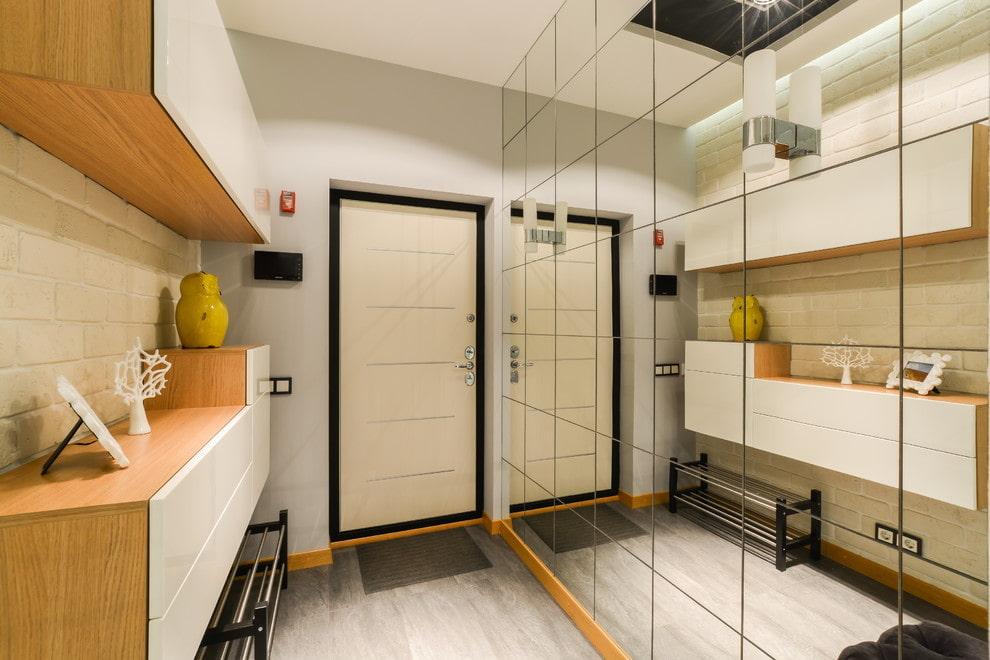 Meubles suspendus dans la conception d'un petit couloir