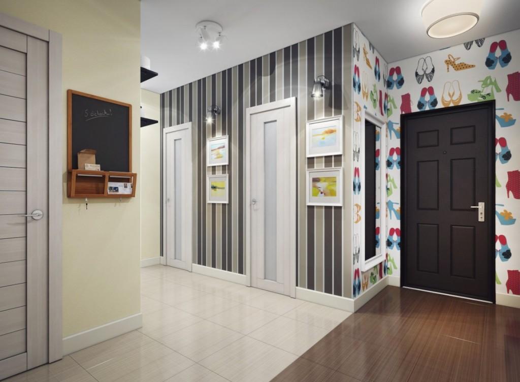 Papier peint à rayures dans le couloir d'une maison privée