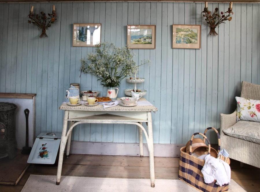 Doublure sur le mur d'une maison d'été dans le style de la Provence
