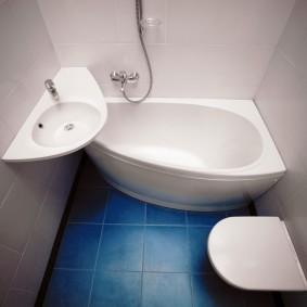 couler sur le dégagement de la salle de bain