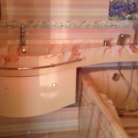 couler sur la photo de la salle de bain