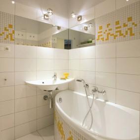 couler sur les espèces de photos de salle de bain