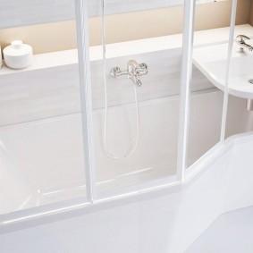 couler sur les types de décoration du bain