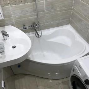 évier sur la conception de la baignoire