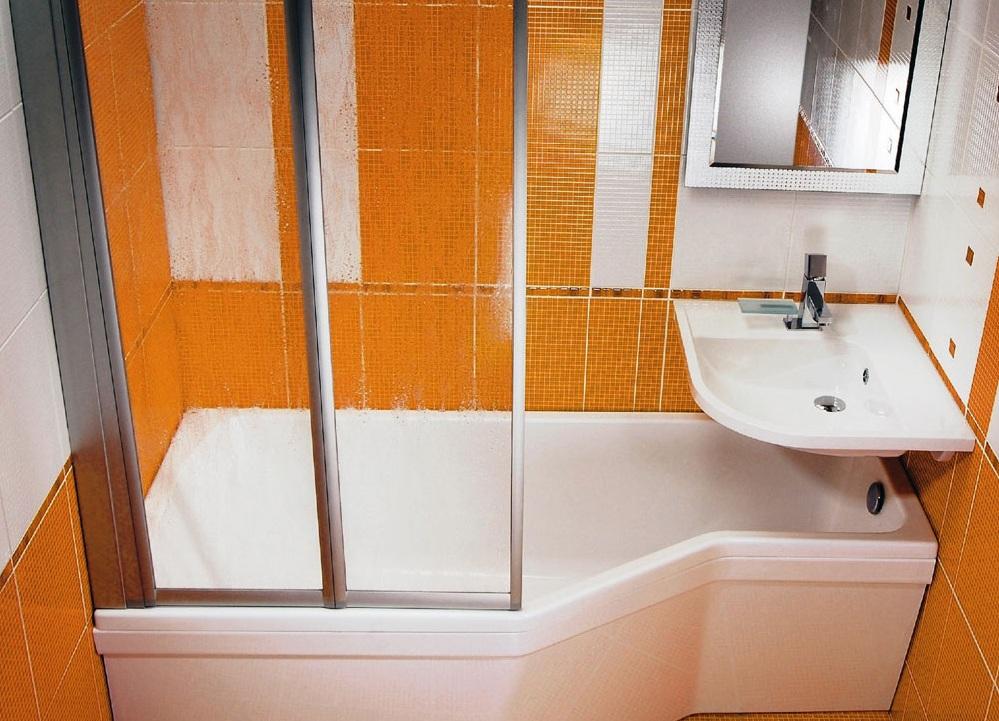 évier au-dessus de la salle de bain à l'intérieur de Khrouchtchev