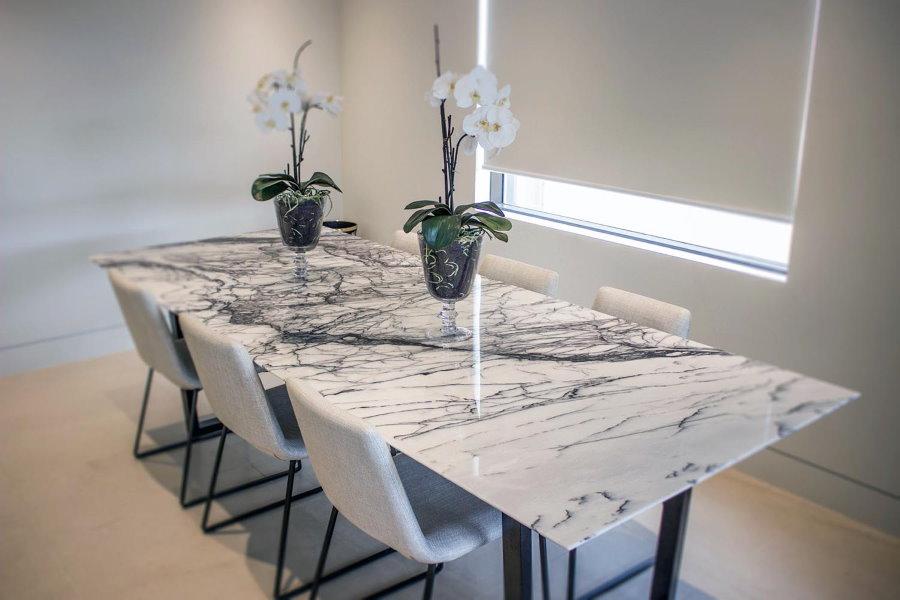 Table à manger en acrylique pour le salon
