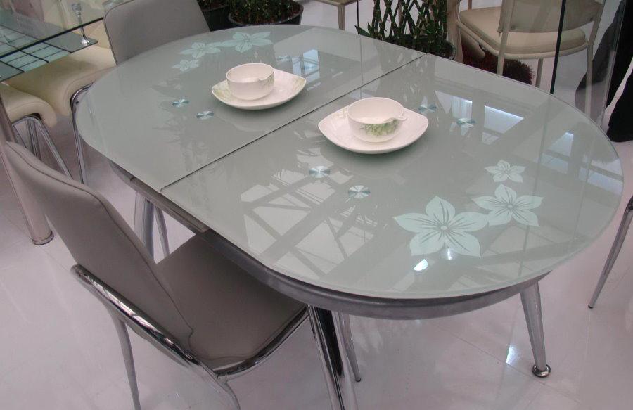 Table pliante de cuisine avec plateau en verre