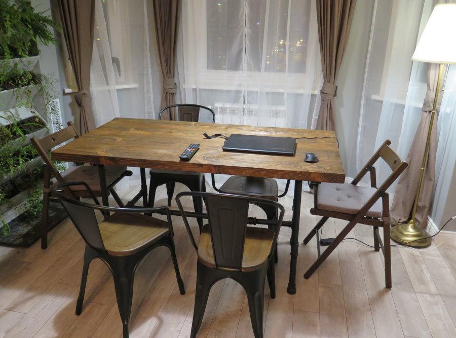 Transformer la table dans un style loft