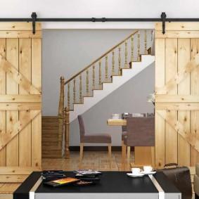 Décoration de porte avec portes en bois