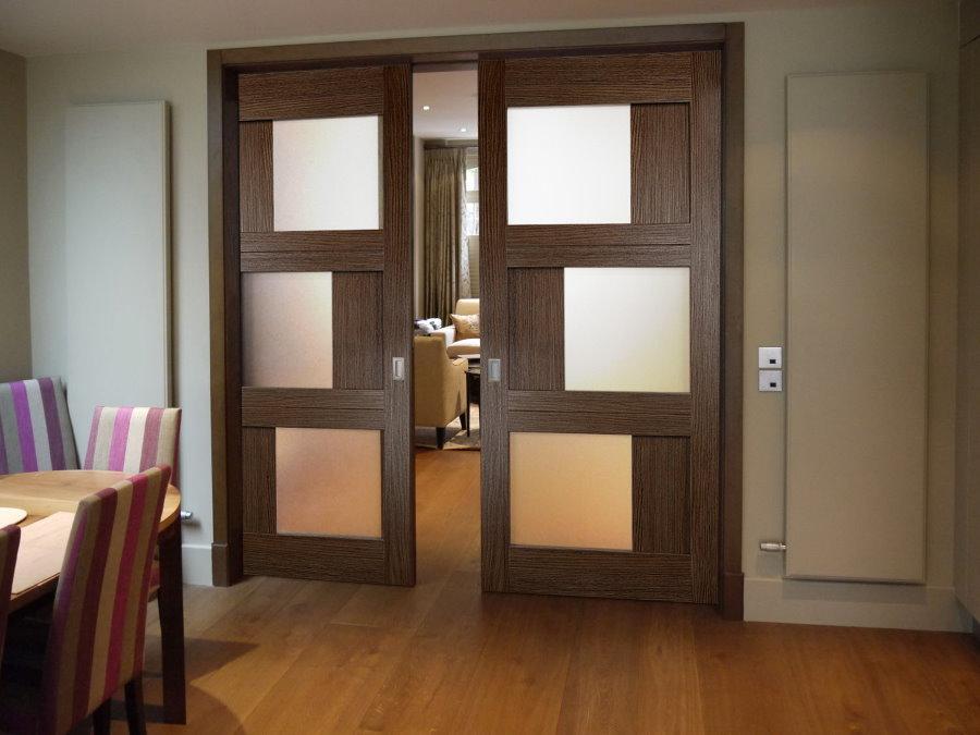 Portes coulissantes en MDF avec inserts en verre