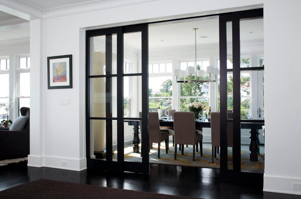 Portes coulissantes noires avec verre transparent