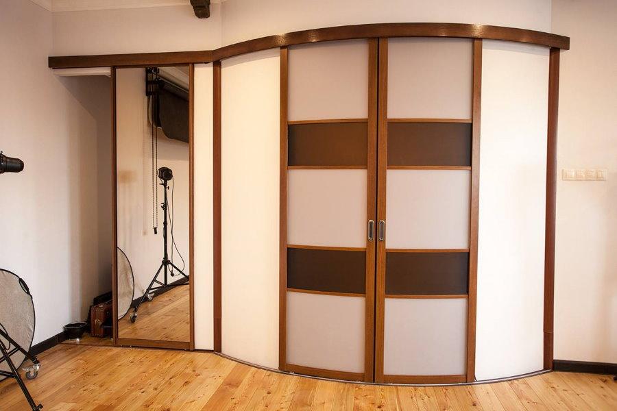 Portes coulissantes Radius dans le couloir