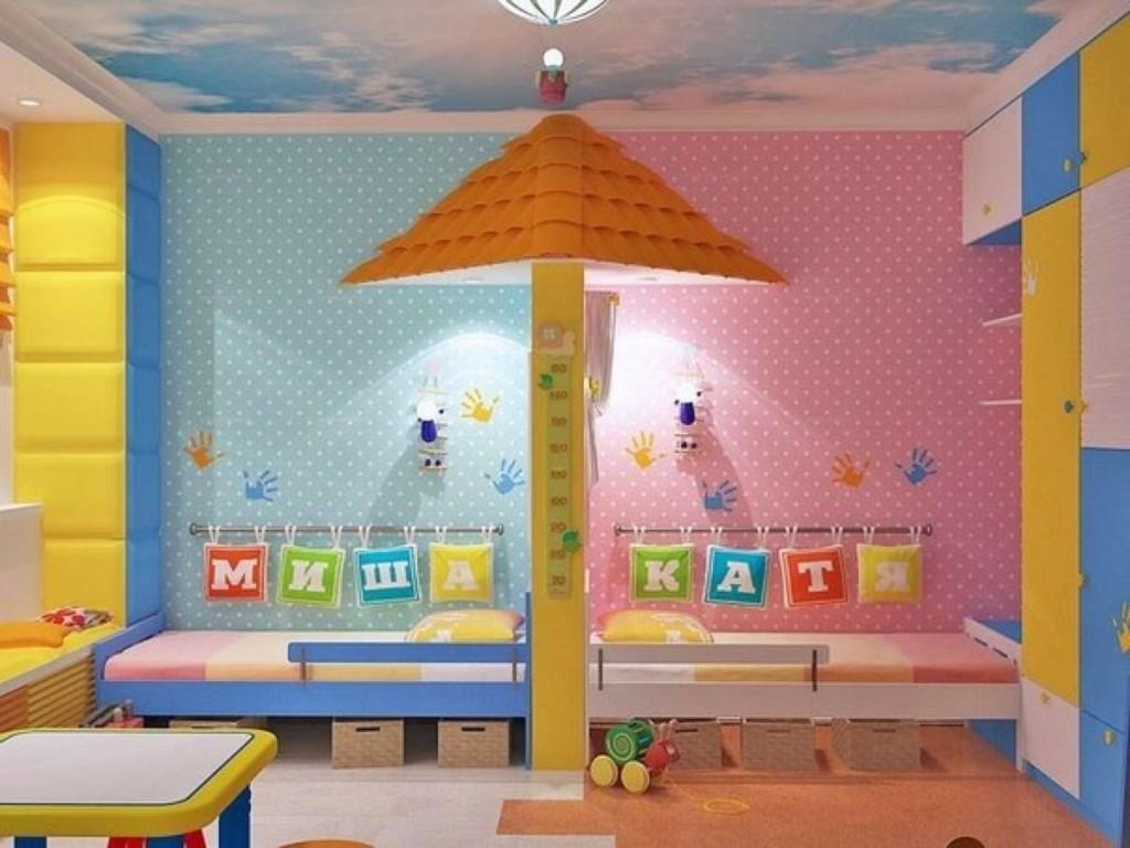 Différents papiers peints dans la chambre des enfants hétérosexuels