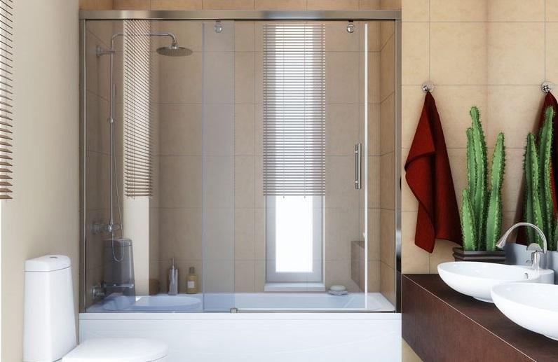 Paravent coulissant en verre dans la salle de bain
