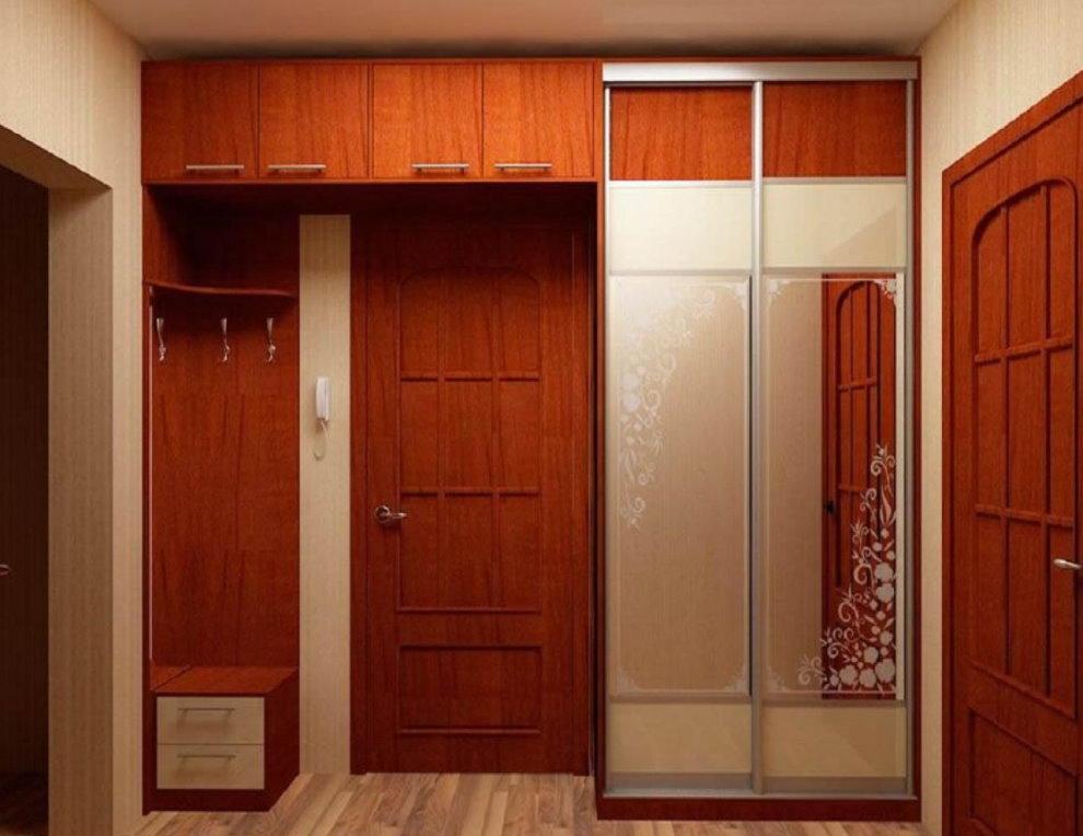 Meubles encastrés à l'intérieur du couloir
