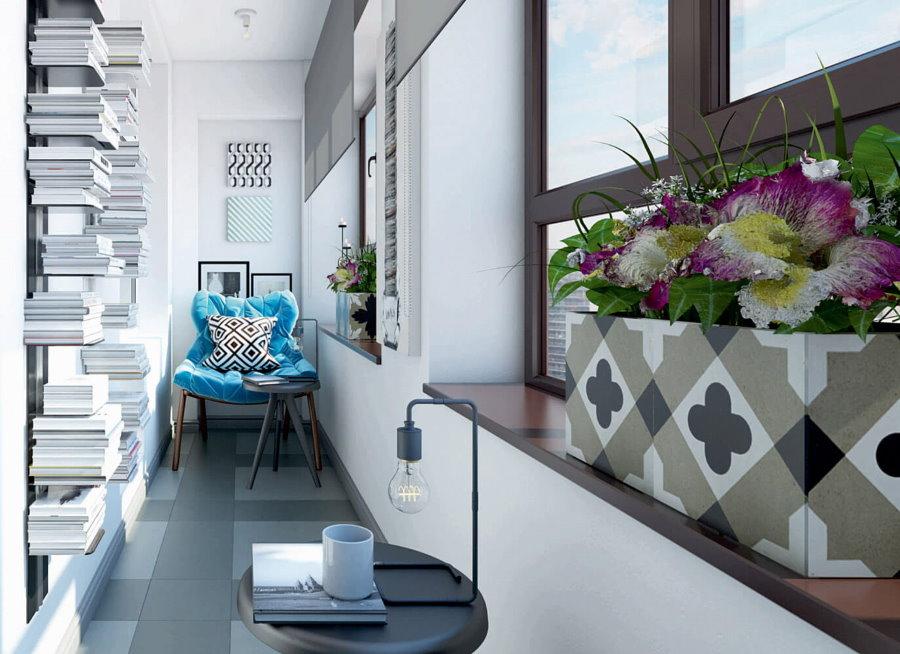 מדפי ספרים במרפסת צרה בסגנון סקנדי