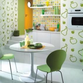 papier peint combiné à l'intérieur de la cuisine