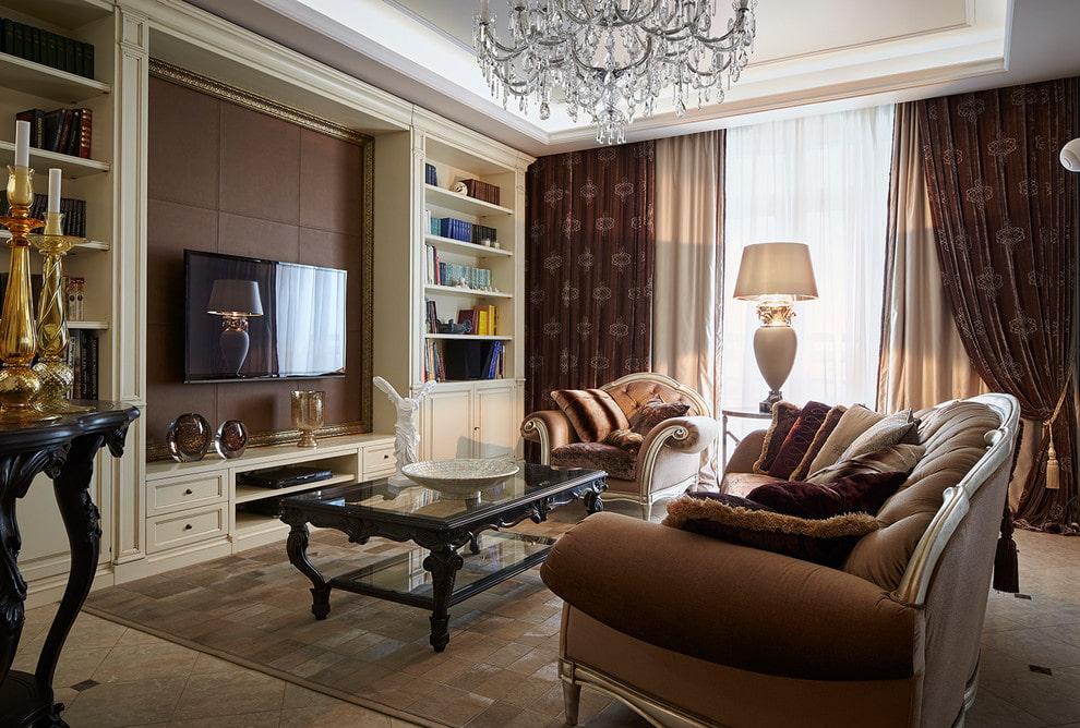 Mobilier néoclassique dans le salon d'un appartement de trois pièces