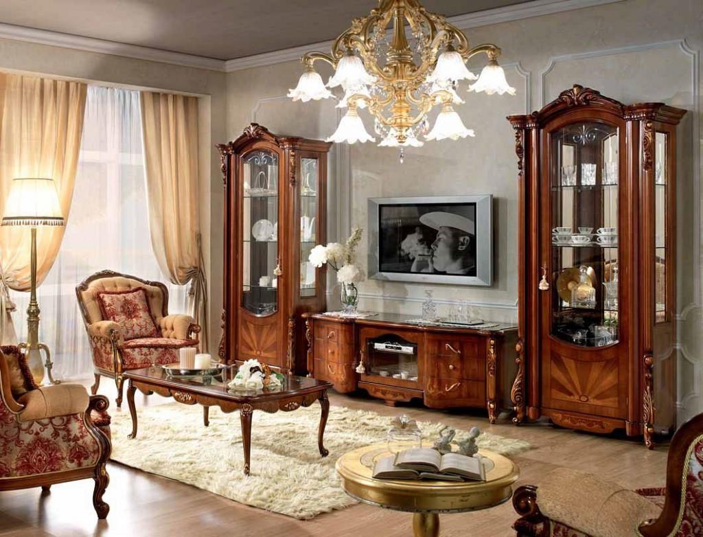 Toboggan en bois naturel dans le salon de style Empire