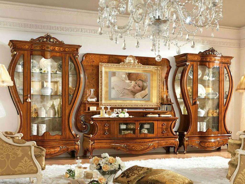 Mur coulissant foncé dans le salon de style classique