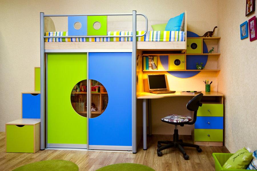 Mur d'enfants avec lit mezzanine et armoire