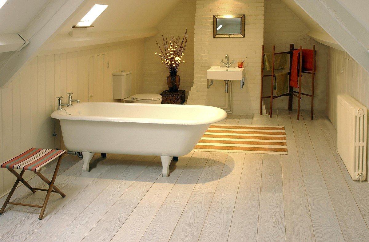 stratifié léger dans la salle de bain
