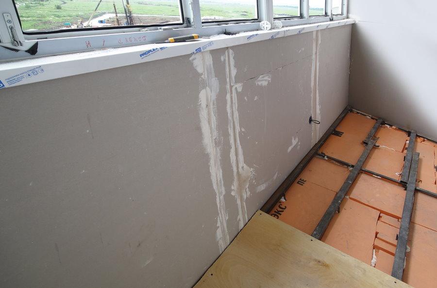 Isolation thermique du plancher du balcon avec du polystyrène expansé