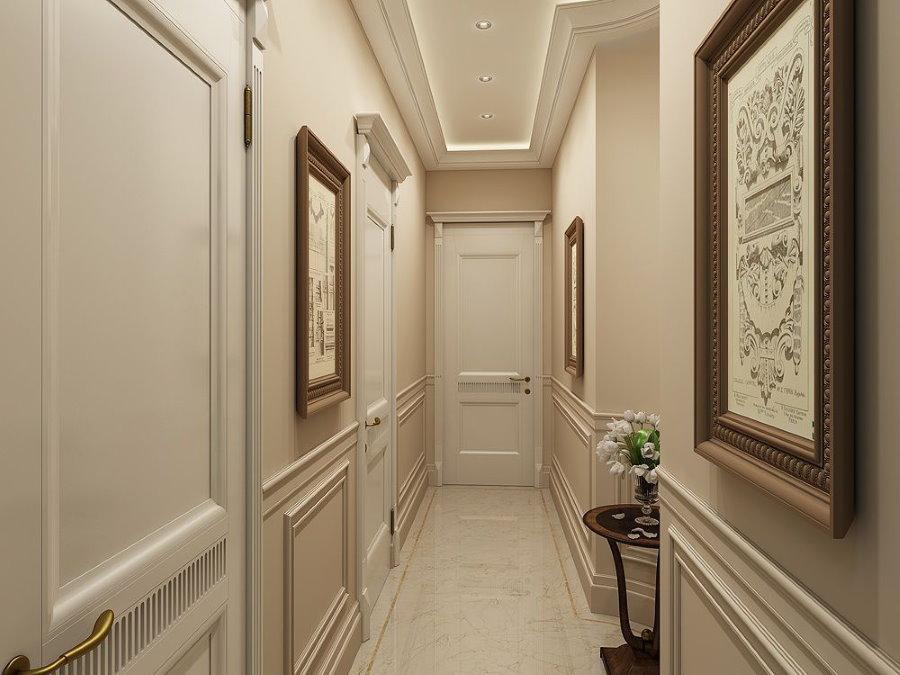 Peintures à l'intérieur d'un couloir très étroit